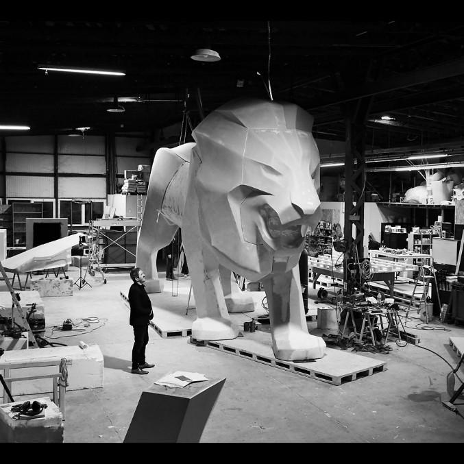 Peugeot, un leone alto 5 metri per celebrare i 160 anni del logo – FOTO e VIDEO
