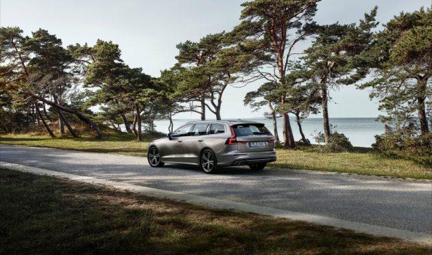 Volvo V60, la station wagon di lusso diventa anche ibrida plug-in – FOTO