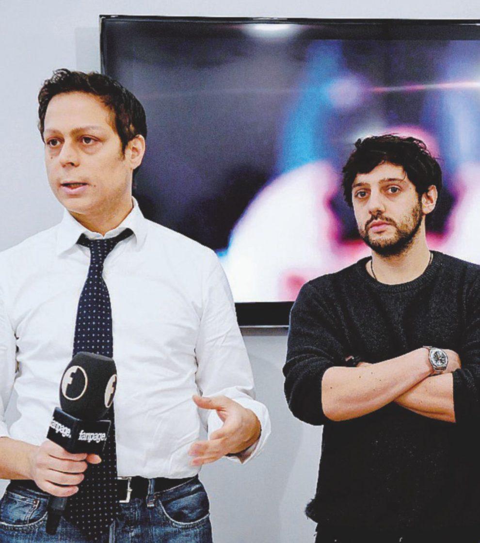 In redazione – Il direttore Francesco Piccinini con il video-reporter Sasha Biazzo – Ansa