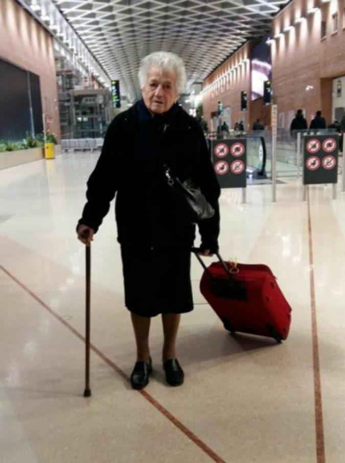 """La nonna di 93 anni che è partita volontaria per il Kenya: """"Conserviamo un po' di incoscienza per vivere e non per sopravvivere"""""""