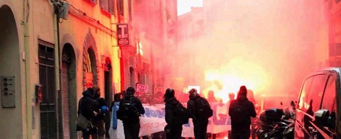 Pisa, antagonisti provano a raggiungere il comizio di Salvini: scontri con la polizia