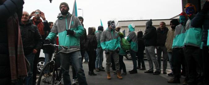 """Fattorini cibo a domicilio, a Bologna nuovo sciopero. """"Vogliono pagarci a cottimo. Ma questo non è un hobby"""""""