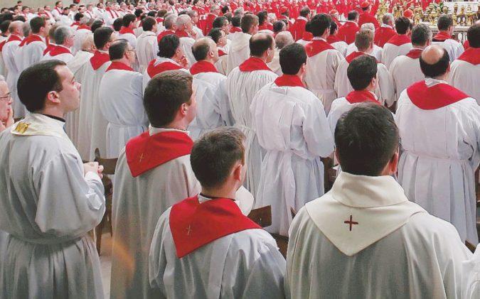 """""""I preti sono terrorizzati  dal dossier sulle chat gay"""""""