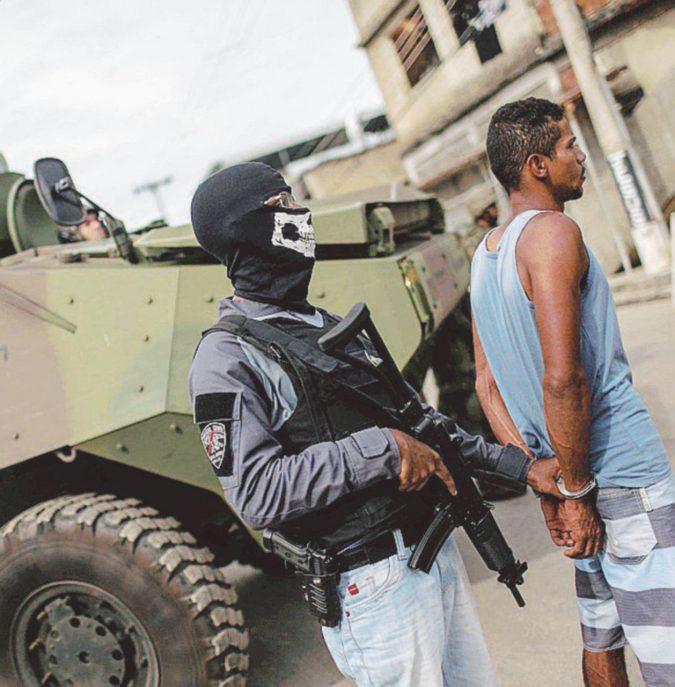 Un samba calibro 9. Rio violenta, Temer chiama l'esercito