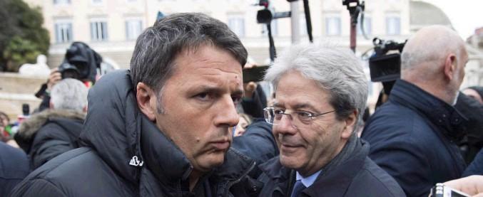 Corteo Anpi, la partecipazione di Renzi dura 24 minuti: il tempo di abbracciare Gentiloni e parlare con la stampa