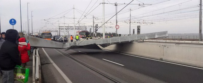 Burian, arriva il forte vento siberiano: a Venezia abbatte un pilone sul Ponte della Libertà, a Trieste Bora oltre i 130Km/h