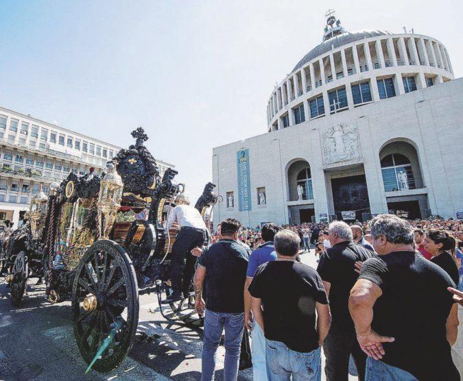 """Una milanese a Roma per dire a scuola le """"parole proibite"""""""