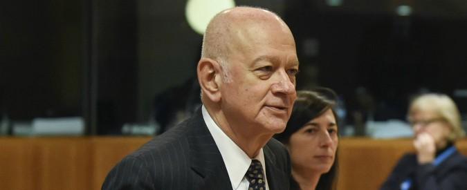 Grecia, lascia il ministro dell'Economia: la moglie (viceministro) prendeva il sussidio per pagare un appartamento