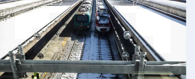 """Maltempo, polemica per i treni in tilt intorno a Roma. """"Mancanti o rotti i sistemi per scaldare gli scambi"""""""