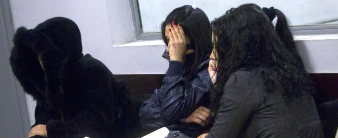"""Torino, nigeriane ridotte in schiavitù per farne prostitute: 5 arresti. """"Appartengo alla madam, ci comprano tutte"""""""