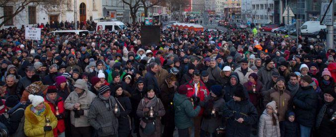 Slovacchia, giornalista ucciso – Cortei e fiaccolate. L'opposizione chiede le dimissioni del ministro dell'Interno