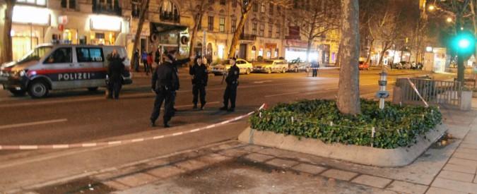 """Vienna, uomo accoltella passanti: quattro feriti, tre gravissimi. La polizia: """"Arrestato"""""""