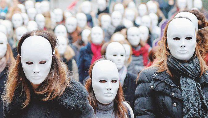 """""""Noi madri single tra ricatti e molestie: altro che #MeToo"""""""