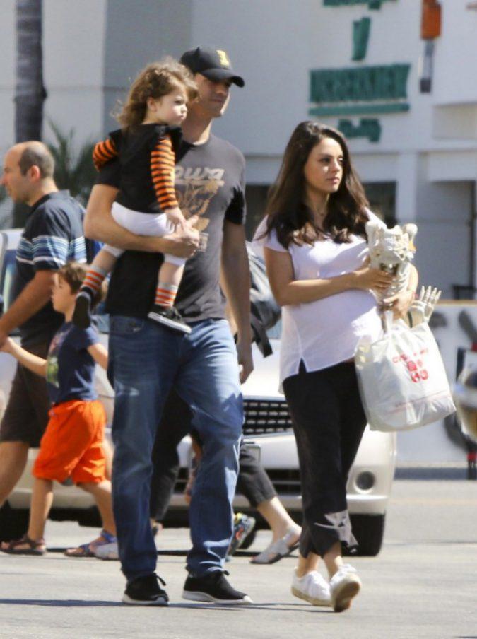 """Ashton Kutcher e Mila Kunis: """"Nemmeno un dollaro ai nostri figli. Dovranno cavarsela da soli"""""""