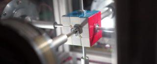 Risolvere il cubo di Rubik? Questo robot ci riesce in 0,38 secondi. Ed è il nuovo incredibile record mondiale