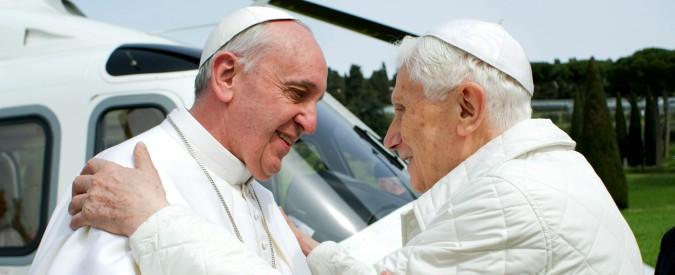"""Vaticano, Ratzinger difende Francesco: """"Basta a stolto pregiudizio contro di lui"""""""