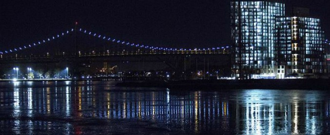 Elicottero New York : Usa elicottero precipita nell east river a new york