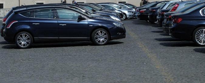 """Auto blu e grigie, """"il governo ne prende 8200 spendendo 170 milioni"""". Di Maio: """"Se è vero blocchiamo tutto"""""""