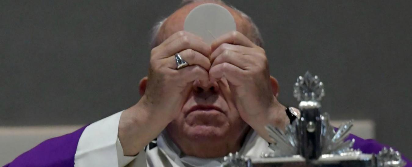 In soccorso di Francesco arriva 'solo' Ratzinger. Intorno al Papa critiche e inerzia