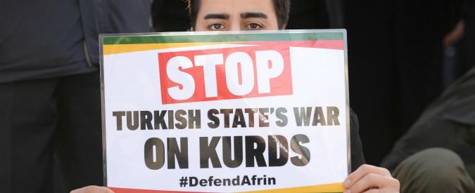 """Siria, Afrin ancora sotto assedio. L'Europarlamento: """"Turchia ritiri truppe"""". Erdogan: """"Non esaltatevi, non lasceremo"""""""