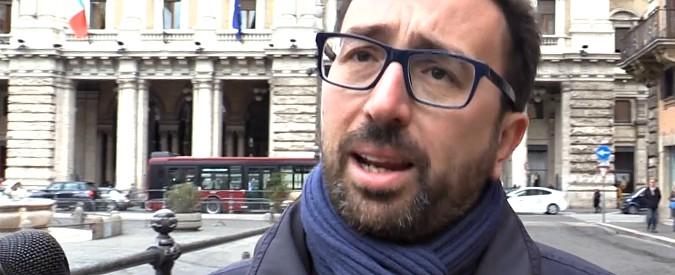 """Renzi, genitori ai domiciliari. Fedelissimi dell'ex premier: """"Giustizia a orologeria"""". Bonafede: """"Da irresponsabili dirlo"""""""