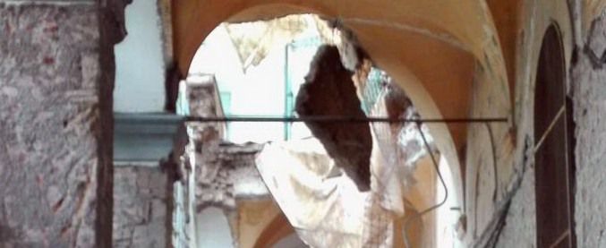 Napoli, crolla muro di ex monastero in centro: 2 operai feriti dalle macerie, uno è in codice rosso