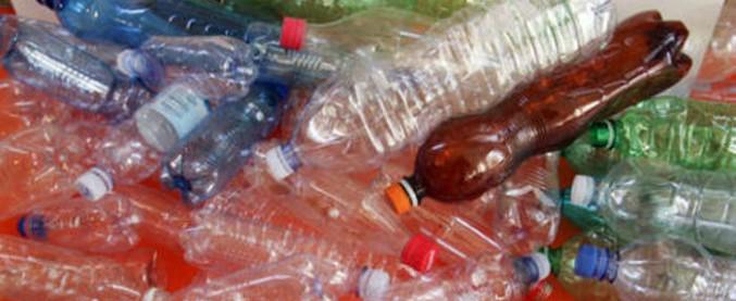 Poltrona Bottiglie Di Plastica.Rifiuti Le Aziende Vogliono Piu Soldi Pubblici Per Bruciare La