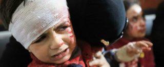 Siria, strage di civili nella Ghouta e ad Afrin: oltre cento morti. L'immagine dell'esodo: un bimbo in valigia