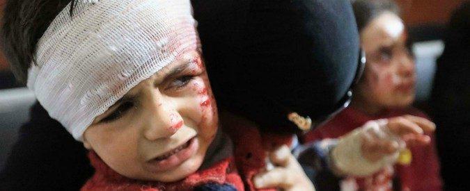 Siria, la foto del bimbo nella valigia e l'indignazione a rate