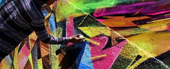 Reggio Emilia, writer narciso imbrattava i muri con scritte d'amore verso se stesso: dovrà ripulire i palazzi