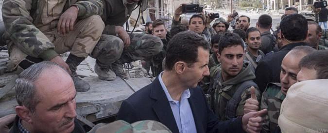 Siria, Assad tra i militari sul fronte della Ghouta: 'Sono gli eroi del nostro esercito'
