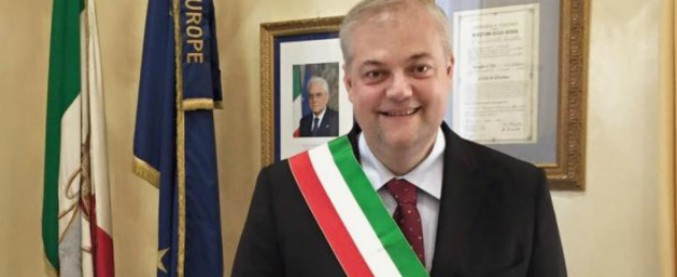 """Cassino, sospesa inaugurazione della stele dedicata ai parà nazisti. Sindaco: """"Siamo città della pace"""""""