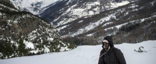 Migranti, soccorre donna incinta al confine tra Italia e Francia: guida alpina rischia cinque anni di carcere