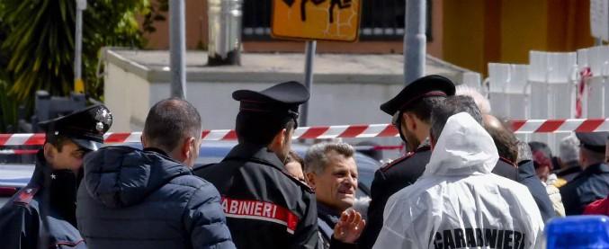 Napoli, donna uccisa davanti a scuola: trovato morto il marito, si è suicidato con la stessa pistola