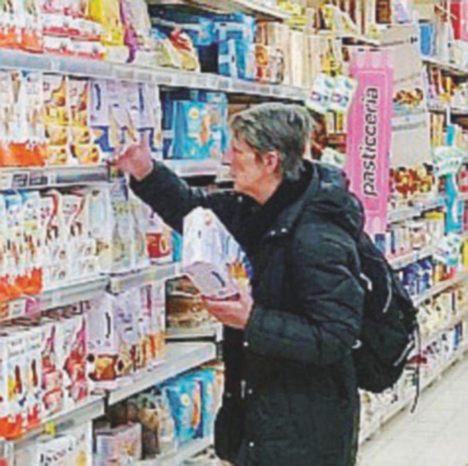 Risparmio, tre milioni di italiani comprano solo cibo in scadenza