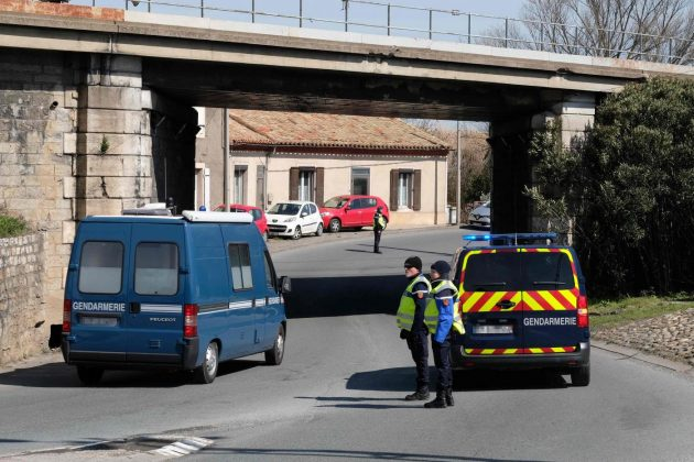 Attentato Francia, tre morti e 16 feriti. L'assalitore ucciso dalle teste di cuoio: chiedeva il rilascio del ...