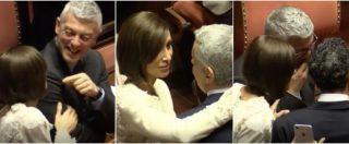 Senato, grandi abbracci e saluti in Aula. E la Bernini si intrattiene anche con i senatori M5s