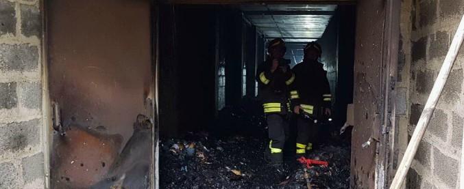 Bari, incendio doloso negli uffici del giudice di pace: a fuoco schede elettorali del 4 marzo. Indaga l'Antimafia