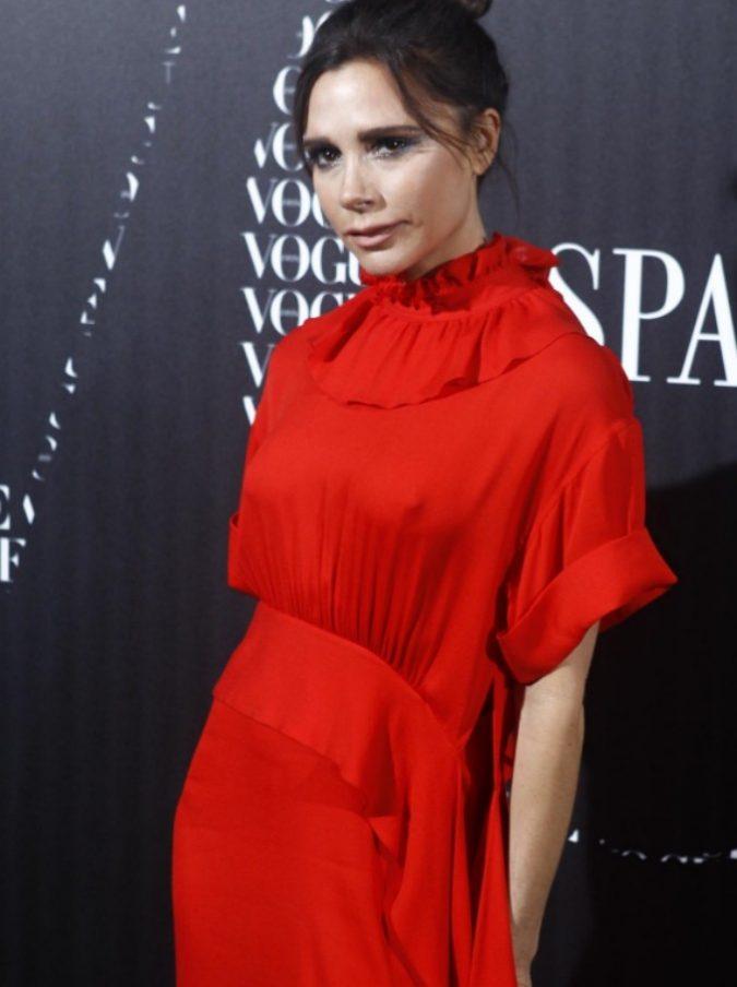 """Victoria Beckham licenzia 60 dipendenti e poi assume il figlio Brooklyn. Il web: """"È nepotismo"""""""
