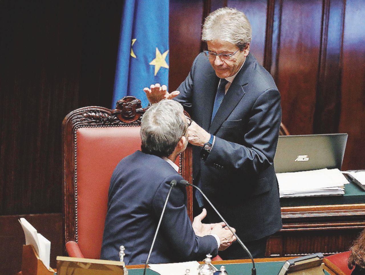 Paolo Gentiloni si aggira a Palazzo Chigi e Bruxelles: ma che volete da me?