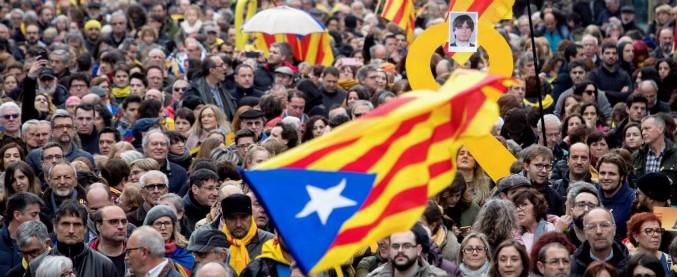 """Puigdemont, Madrid: """"Arresto è buona notizia"""". Indipendentisti: """"Rieleggiamolo"""". Continuano manifestazioni"""