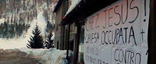"""Migranti """"chez Jesus"""", i respinti dalla Francia nella chiesa occupata. Il parrocchiano: """"Son venuti a sciare?"""""""