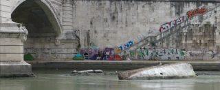 """Roma, viaggio sul Tevere tra baraccopoli, plastiche e rischi esondazione: """"Un patrimonio da salvare"""""""