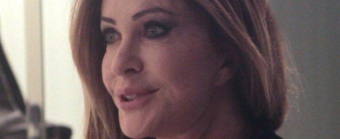 """Paola Ferrari replica a Striscia la Notizia: """"Non mi sono rifatta le labbra. Anche le tette sono vere ma su quelle dovete fidarvi"""""""