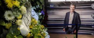 Fabrizio Frizzi morto, 10mila persone per l'ultimo saluto al conduttore. Mercoledì funerali in diretta su Rai 1 (FOTO E VIDEO)