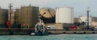 """Livorno, esplode un serbatoio in porto: 2 operai morti. Nogarin: """"Più rabbia che dolore"""". Rossi: """"Bollettino di guerra"""""""