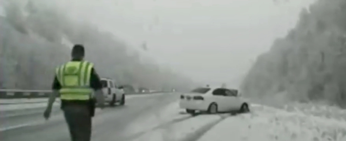 Maltempo, valanga di neve su autostrada del Brennero: nessun ferito. Chiuso un tratto della A22: 12 chilometri di coda