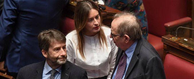 Governo, Pd si spacca: Franceschini e Orlando chiedono di ridiscutere la linea. E i renziani attaccano il Corriere