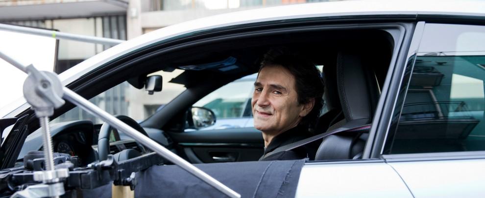 """Sicurezza stradale, Alex Zanardi: """"Coprite lo schermo del cellulare con la cover quando guidate"""" – VIDEO"""