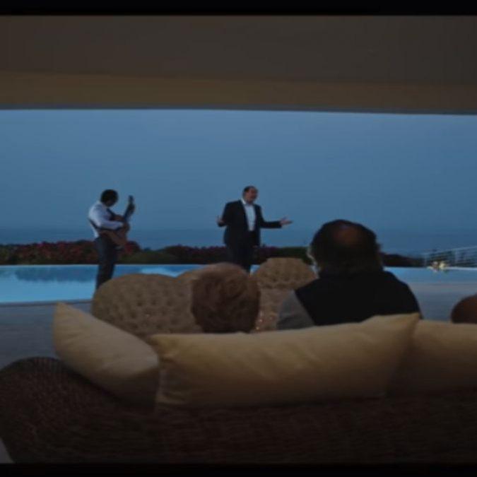 Loro, il primo trailer ufficiale del film di Sorrentino su Berlusconi. L'opera uscirà in due parti
